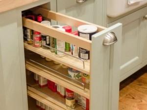 Vgradna kuhinjska omara za začimbe, olje in kapsule